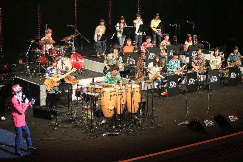 日本大学リズム・ソサエティ・オーケストラの演奏の様子